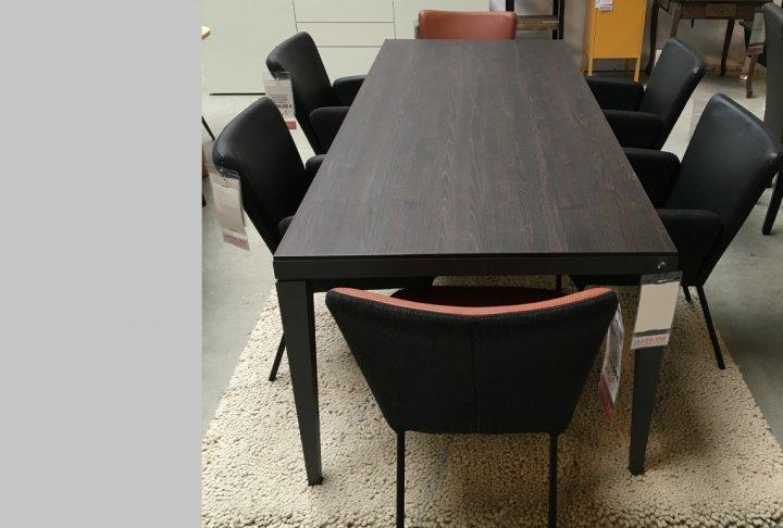 toonzaalmodel tafel